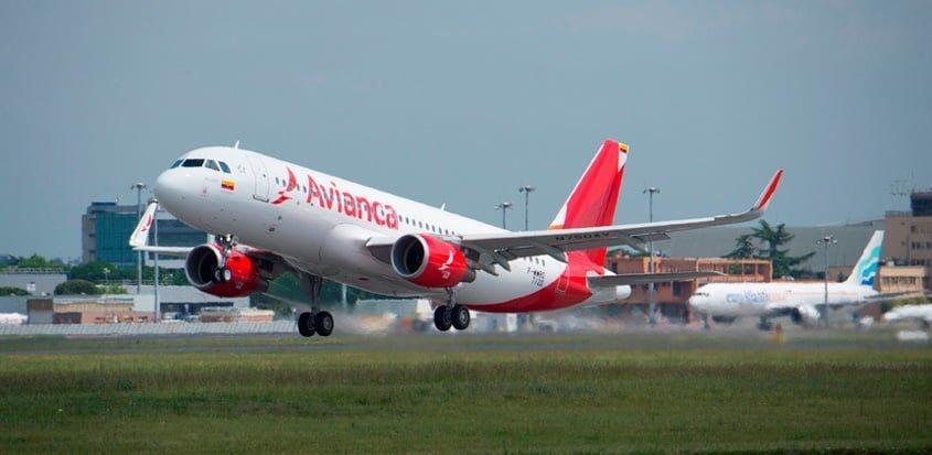 Airbus A320 de Avianca despegando.