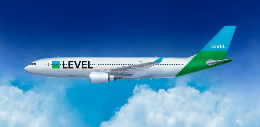 Airbus A330 de Level - Render Lateral