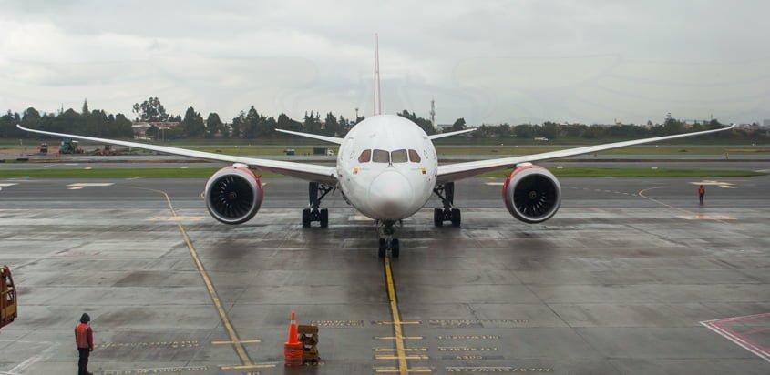 Boeing 787-8 de Avianca llegando a Bogotá desde Madrid.