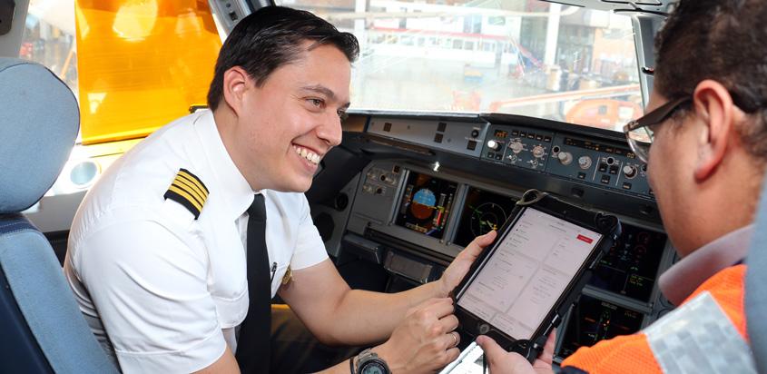 Pilotos y Técnicos de Avianca con IPads.