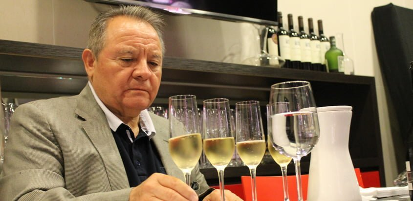 Héctor Vergara, Sommelier encargado de la presentación de los nuevos vinos de LATAM.