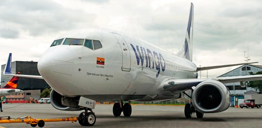 Push back Boeing 737-700 de Wingo.