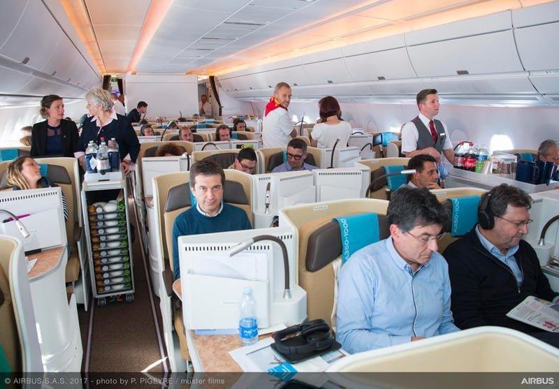 Vista de la cabina del Early Long Flight del Airbus A350-1000