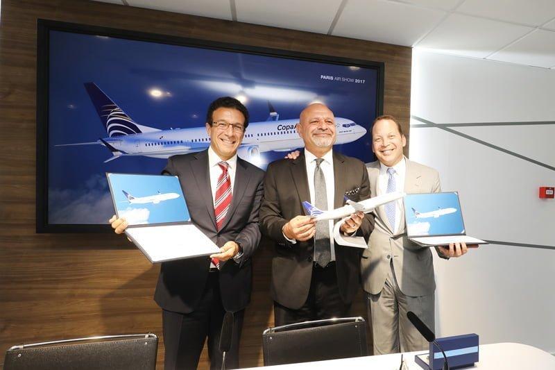 Representantes de Copa Airlines y Boeing en el anuncio del pedido de 737MAX-10.