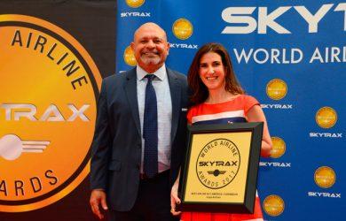 Representantes de Copa Airlines recibiendo el reconocimiento de Skytrax.