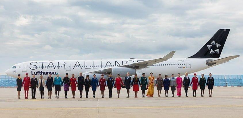 Auxiliares de vuelo de Star Alliance en la celebración del aniversario.