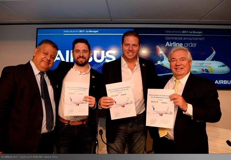 Presidente de Viva Air y Ejecutivos de Airbus durante el anuncio en el Paris Air Show 2017.