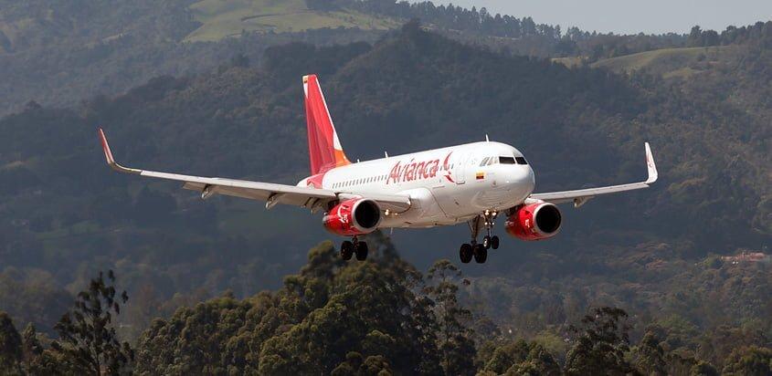 Airbus A319 de Avianca aterrizando en Rionegro.