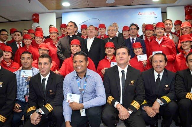 Tripulación de Avianca que cubrirá los vuelos del Papa Francisco en Colombia.