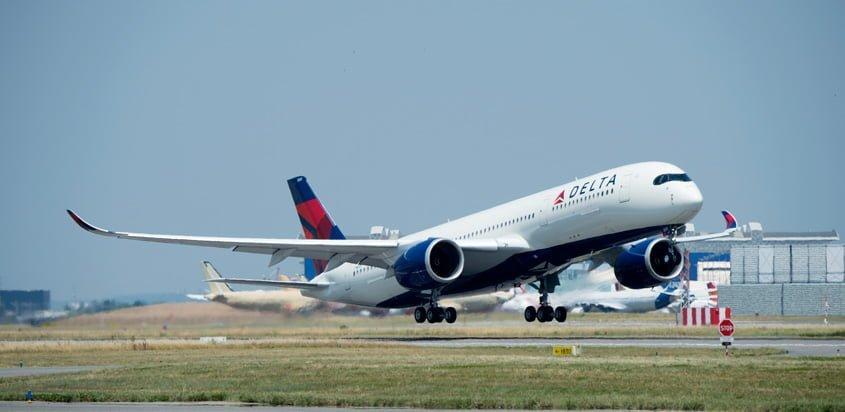 Airbus A350-900 de Delta Air Lines despegando de Toulouse, Francia.