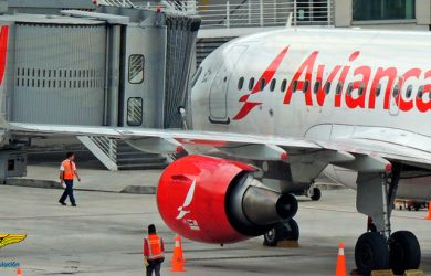 Airbus A319 de Avianca en la Terminal Nacional del Aeropuerto Internacional Eldorado de Bogotá.