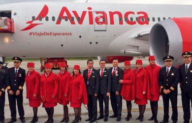 Tripulación de Avianca que transportó al Papa Francisco a Cartagena.