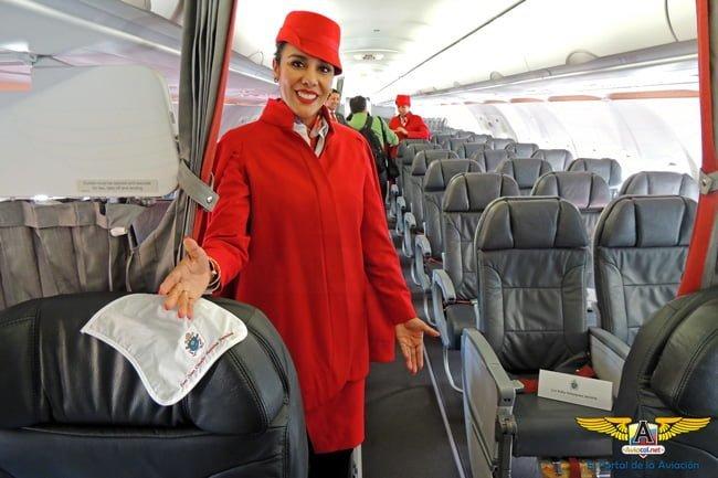 Tripulación de Avianca que transportará al Papa Francisco en Colombia.