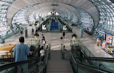 Movimiento de pasajeros en el Aeropuerto de Bangkok.