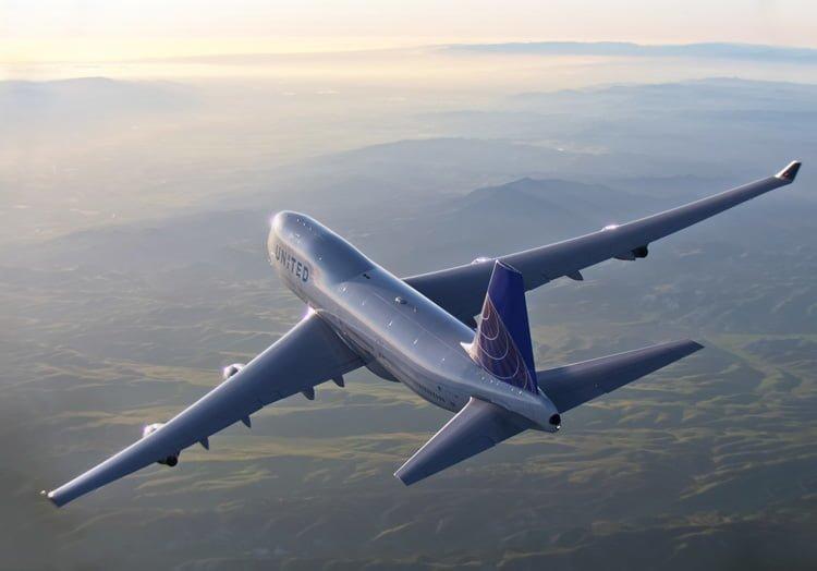 Boeing 747-400 de United Airlines en vuelo.