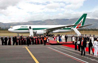Airbus A330 de Alitalia que transportó al Papa Francisco a Ecuador.