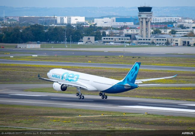 Primer aterrizaje del A330neo luego de su vuelo inaugural.