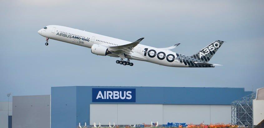 Airbus A350-1000 despegando de Toulouse, Francia.