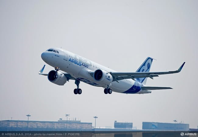 Airbus A320neo despegando.