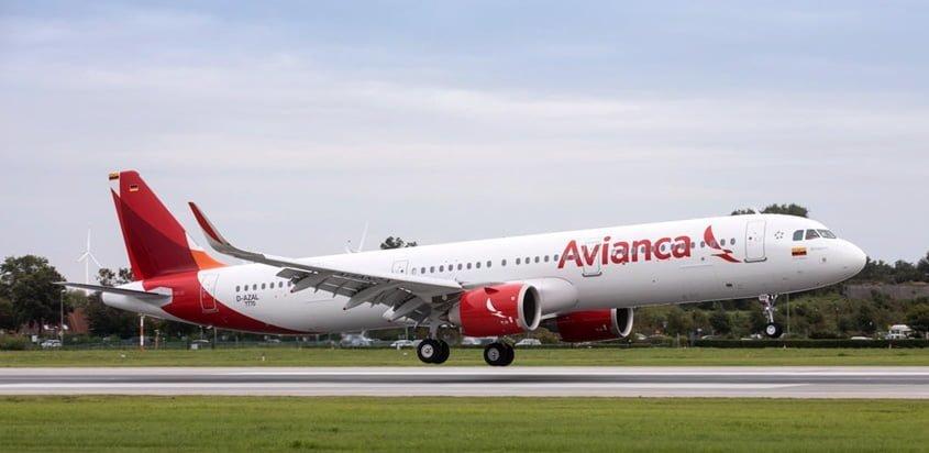 Airbus A321neo de Avianca despegando en vuelo de pruebas.