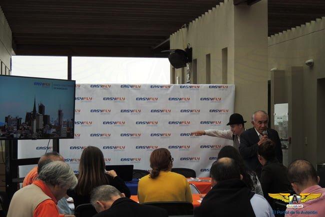 Alfonso Ávila en la rueda de prensa de EasyFly en Manizales.