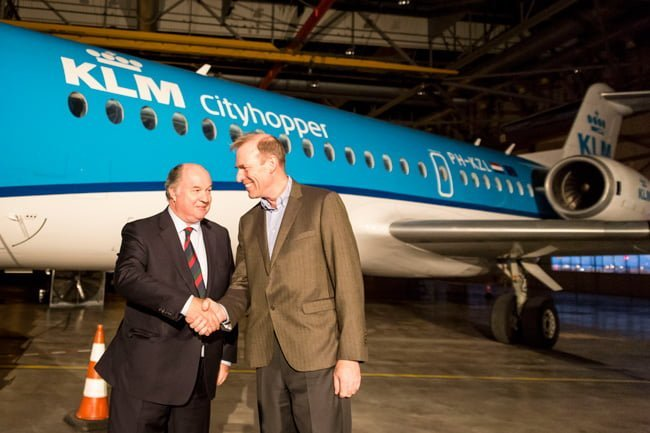 Directivos de KLM en la despedida al Fokker 70.
