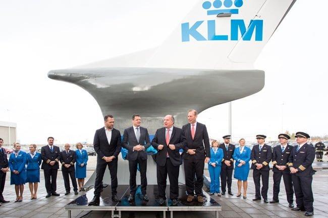 Inauguración del monumento al Fokker 70.