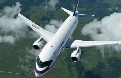 Sukhoi SuperJet 100 en vuelo.