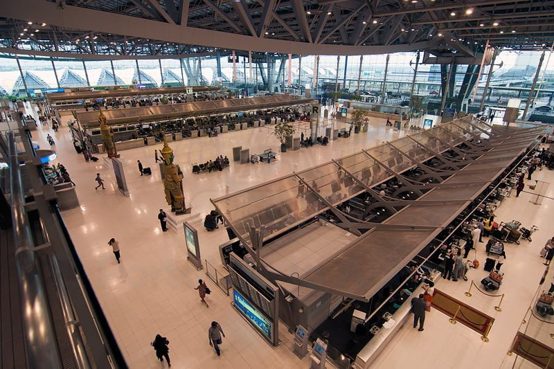 Movimiento de pasajeros en un aeropuerto.