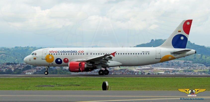 Airbus A320 de VivaColombia en la pista del Aeropuerto Matecaña de Pereira.