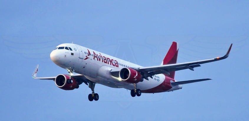 Airbus A320 de Avianca Brasil aterrizando en Guarulhos.