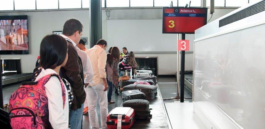 Retiro de Equipaje en el Terminal Puente Aéreo de Avianca en Bogotá.