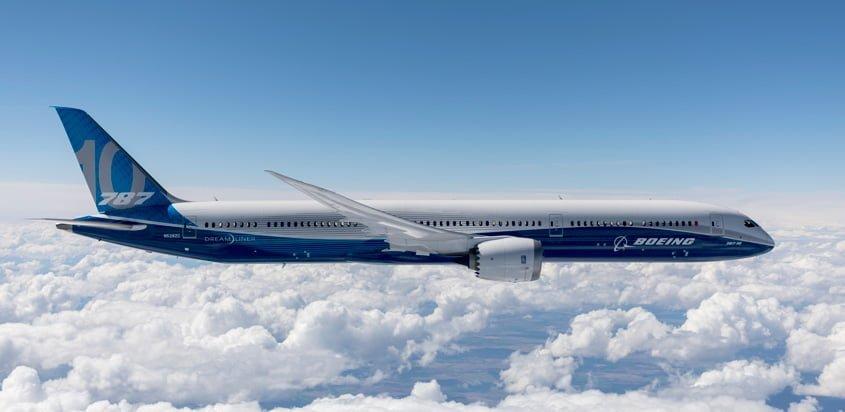 Boeing 787-10 en vuelo.
