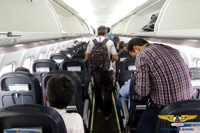 Interior del ATR 42-600 de SATENA al momento del abordaje.