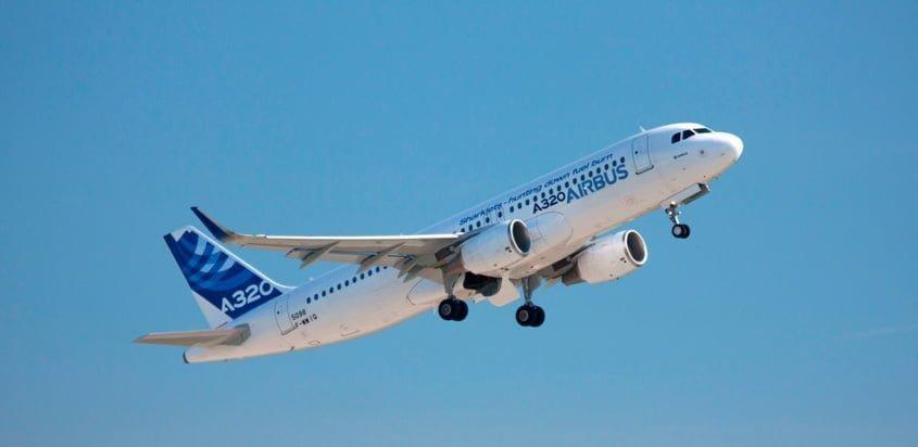 Despegue de un Airbus A320 con Sharklets.