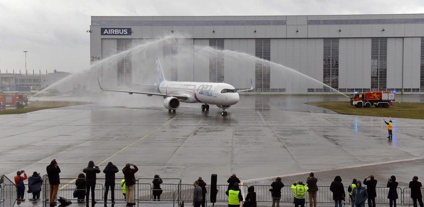 Airbus A321LR aterrizando luego de su primer vuelo.
