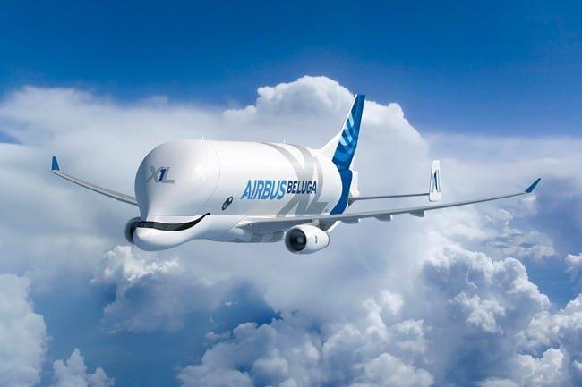 Airbus Beluga XL que transporta las partes de los aviones.