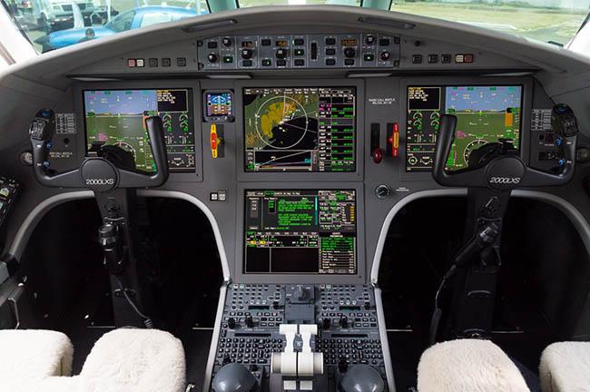 Cabina del Dessault Falcon 2000.