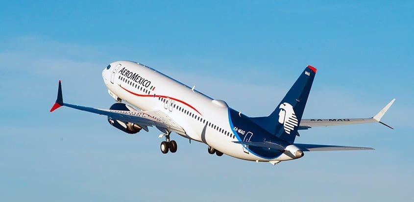 Boeing 737-8 MAX de AeroMéxico, despegando de Boeing Field.