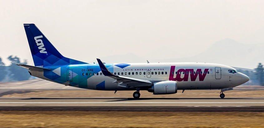 Boeing 737-300 de LAW aterrizando en Santiago de Chile.