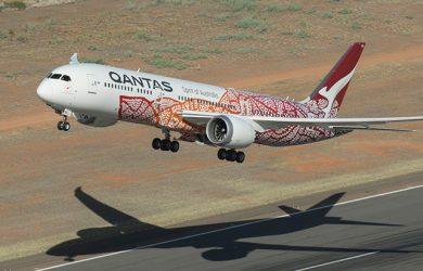 Boeing 787-9 de Qantas con livery especial alusivo a las culturas indígenas.