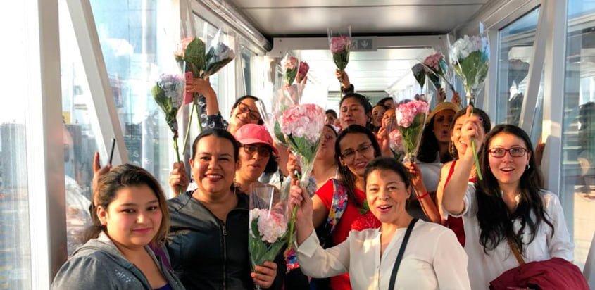 Mujeres que conocieron el mar gracias a VivaColombia.