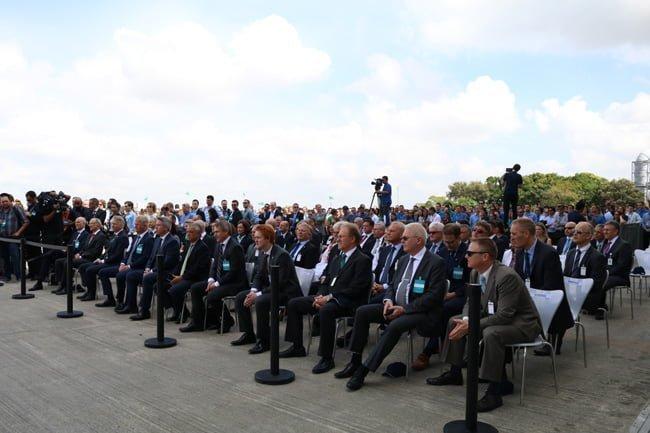 Ceremonia de entrega del primer Embraer E190-E2 a Wideroe, en Brasil.