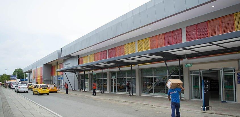 Fachada Aeropuerto Los Garzones de Montería.