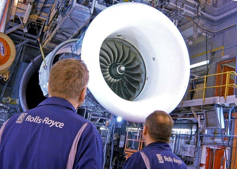 Ingenieros de Rolls-Royce - Motor Trent 100