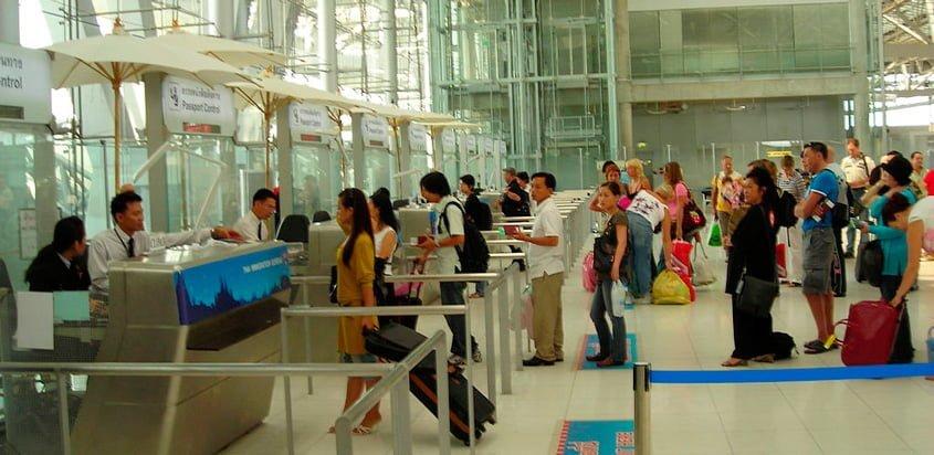 Tráfico de pasajeros en un aeropuerto.