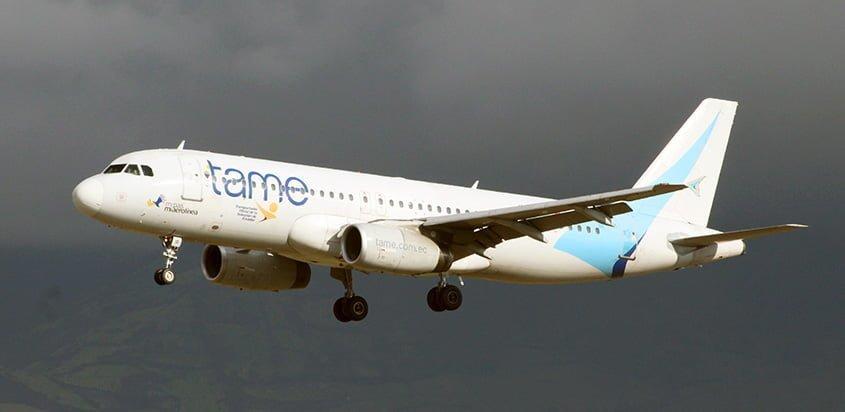 Airbus A320 de Tame aterrizando.