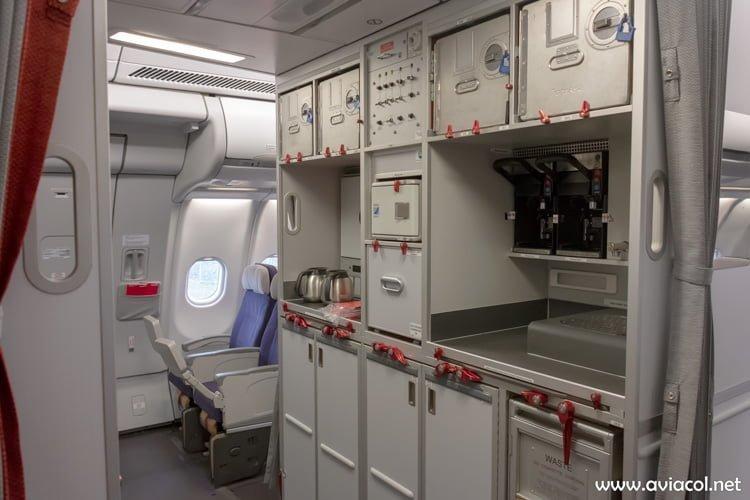 Galley del medio del nuevo Airbus A330-300 de Avianca.