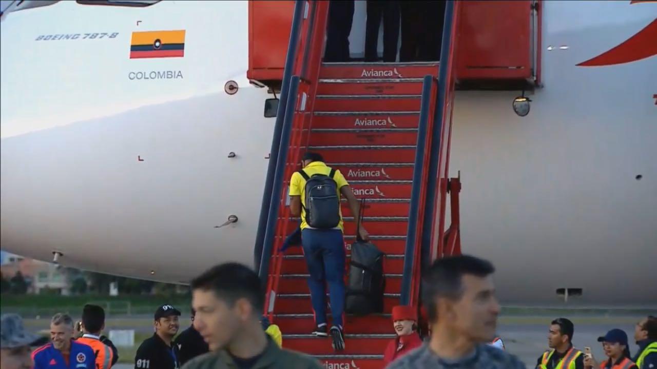 Selección Colombia en el avión que los transporta a Milán, Italia.