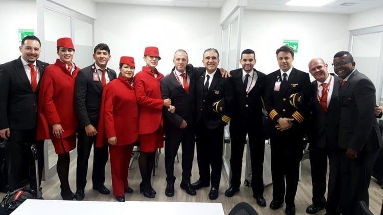 Tripulación del avión que transporta a la Selección Colombia rumbo al Mundial.